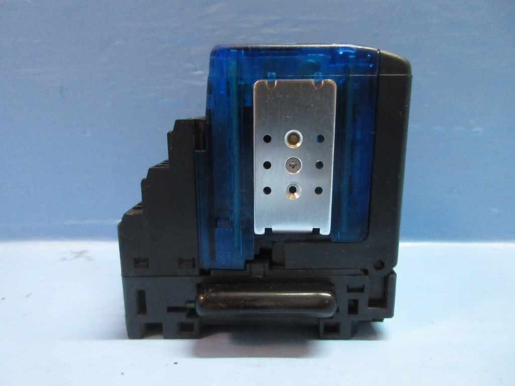 1 Dialight 607-1112-110F 607 Series 2V Red Protruding Panel Mount LED