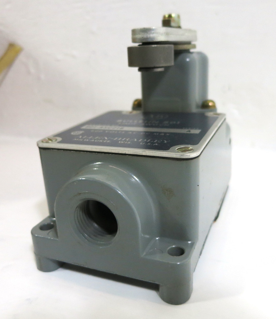 NEW Allen Bradley 801-ASC218 Limit Switch Ser A Roller Lever NO-NC Contact 600V (DW2100-1)