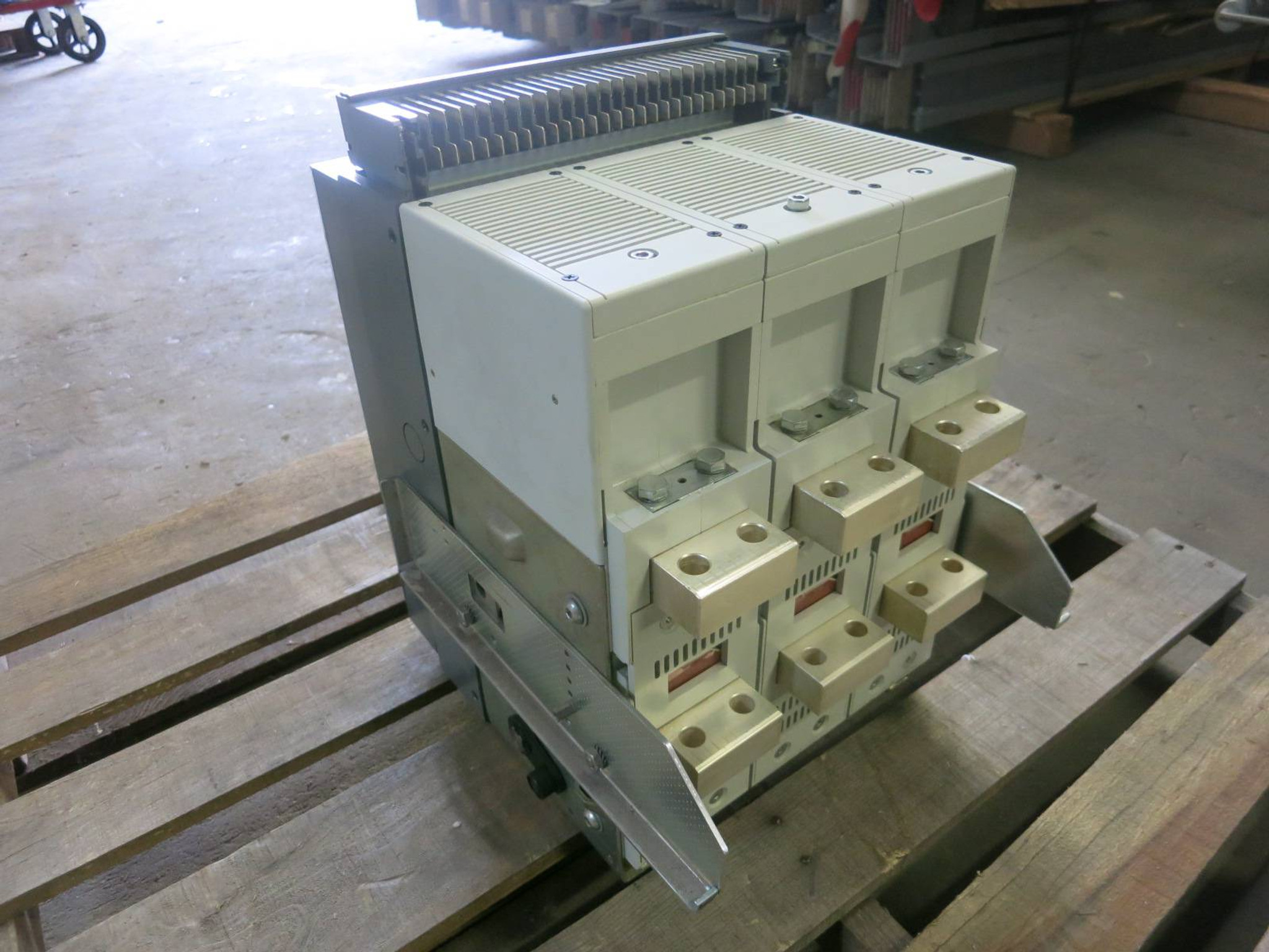 ABB 800 Amp E2S-A 08 SACE Emax E2 Draw-Out / EO Breaker