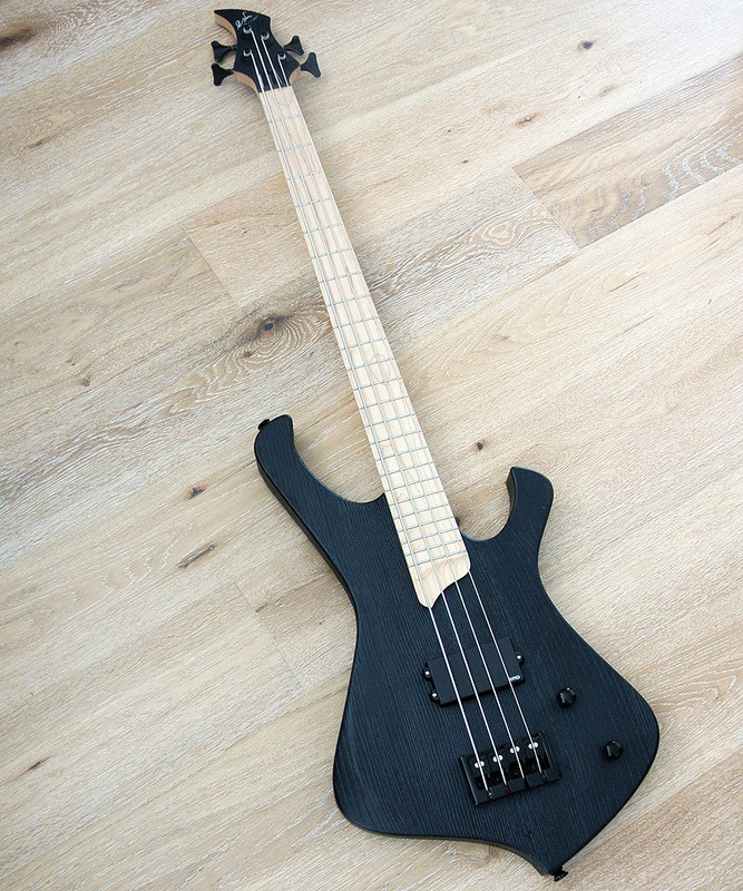 Esh - Stinger I 4 Basic - 4 string bass with piezo bridge - Black Sandblast Finish