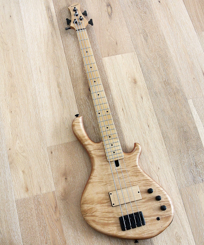 "MENSINGER Cazpar 4a -  Active 4 string 30"" Short Scale Bass - Flame Maple Top"