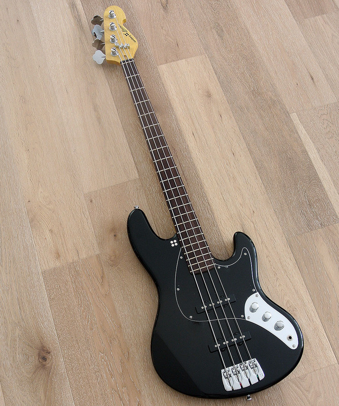 Sandberg Electra - TT 4 String - Active Bass in Black Gloss Finish