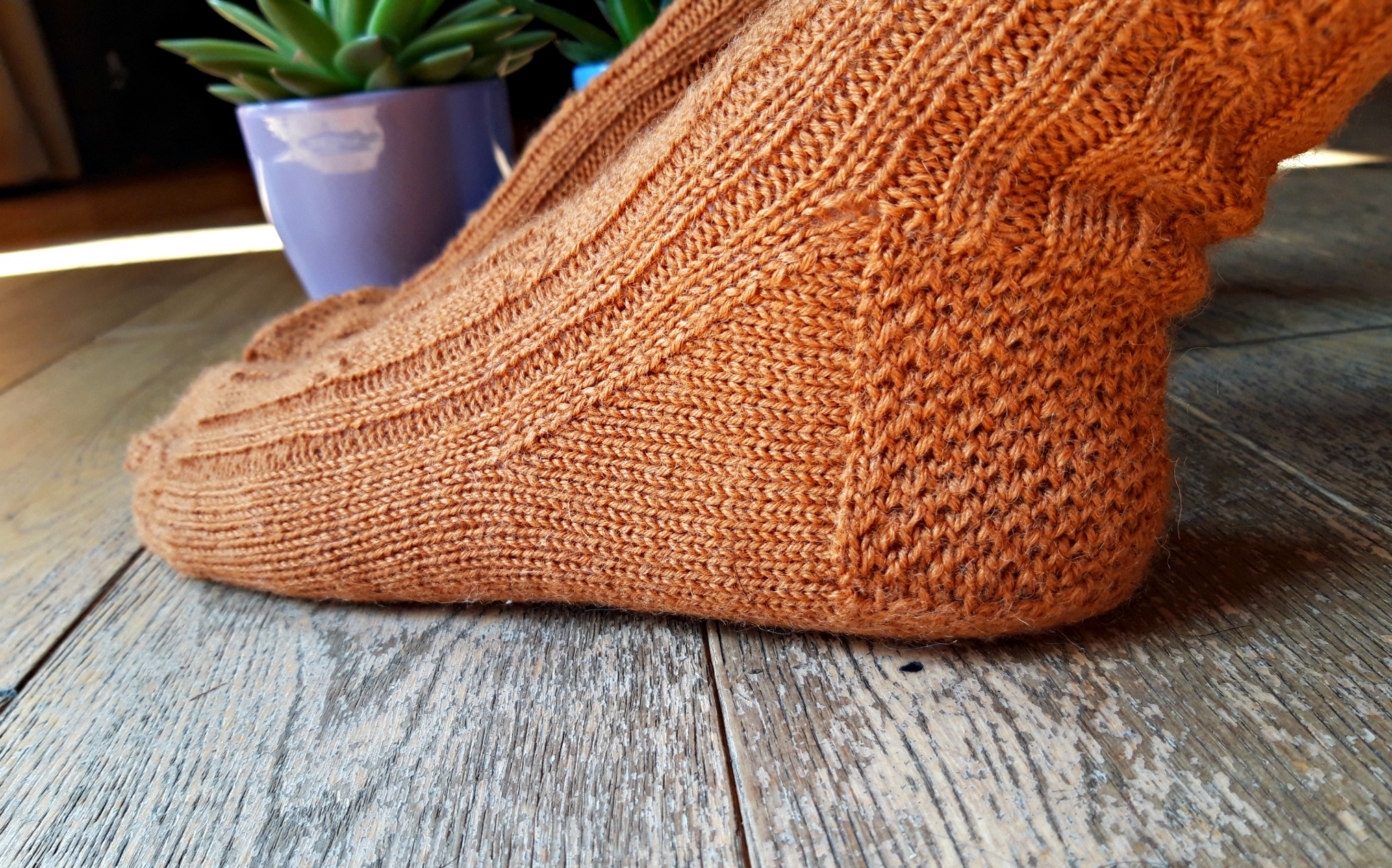 Deceptively Knotty sock pattern from Winwick Mum