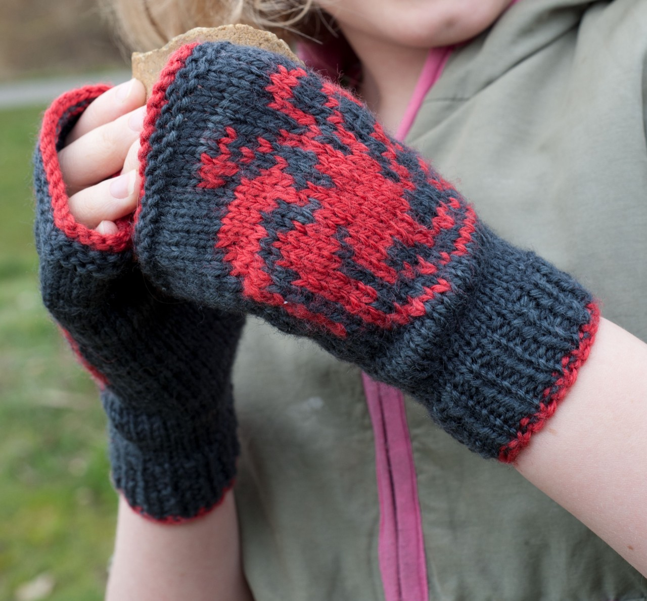 Game of Thrones: Targaryen mitts kit