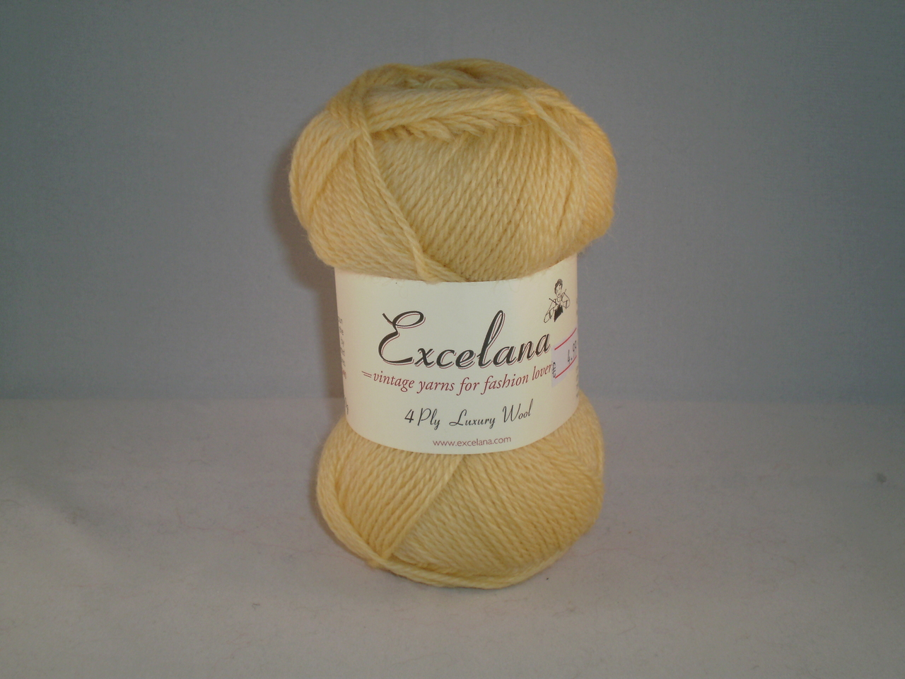 Excelana 4-ply luxury wool in Powdered Egg