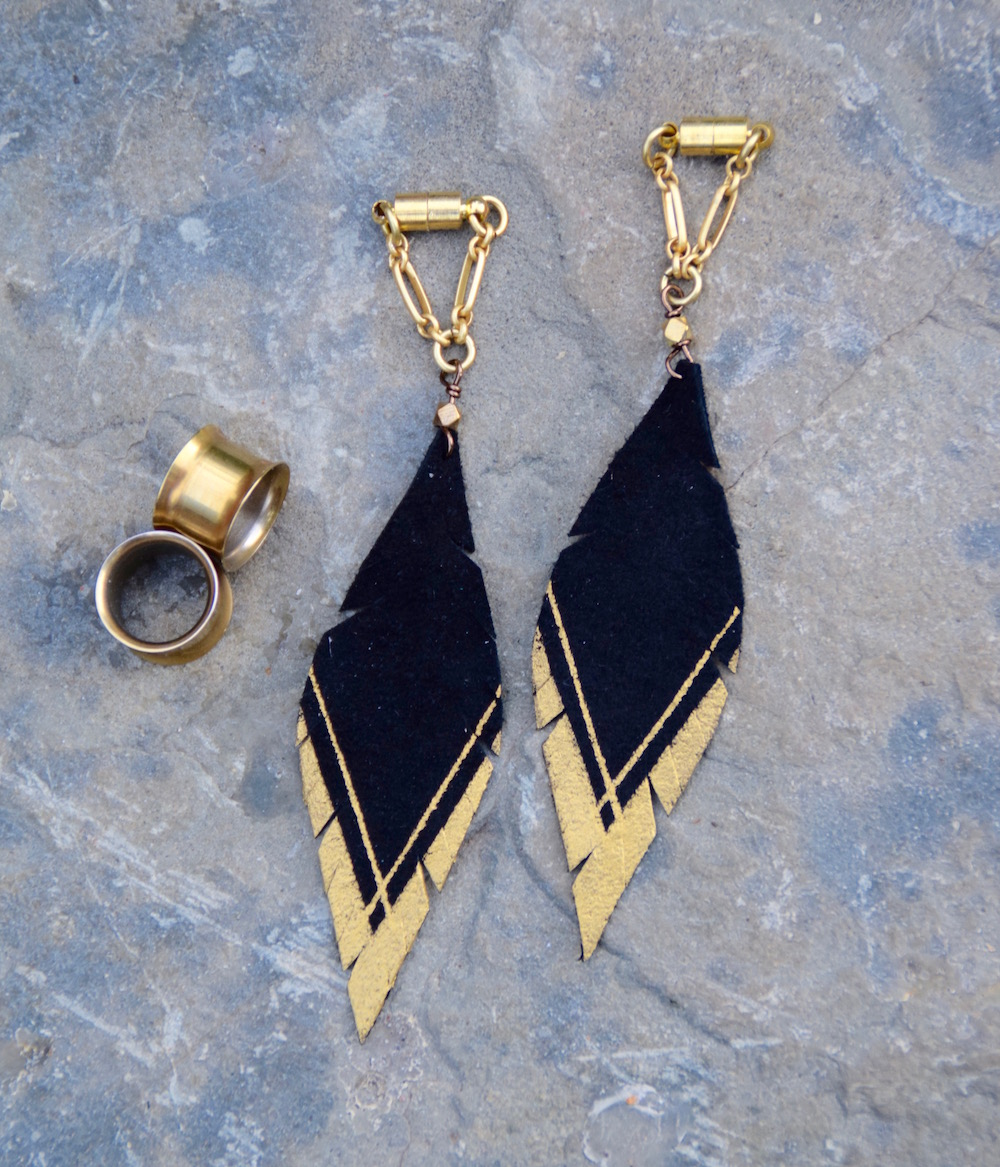 tunnels-plugs-ear-gauges-handmade-magnetic-clasp-black-gold.jpg