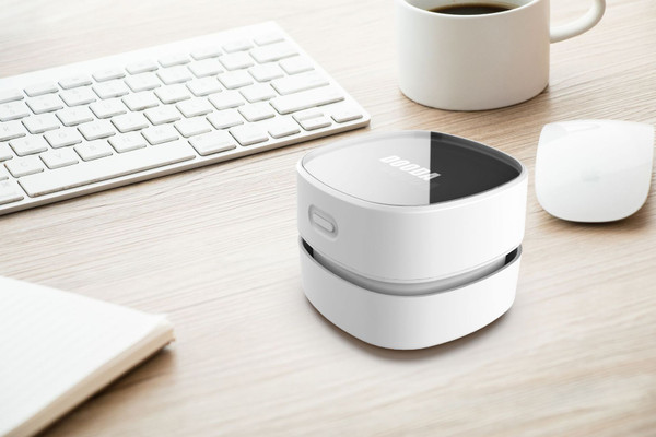 Mini desktop vacuum cleaner