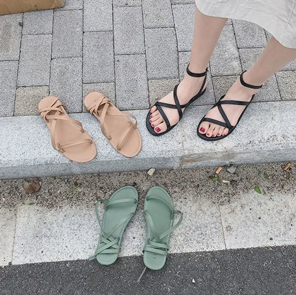 Girls' open-toe sandals with cross straps