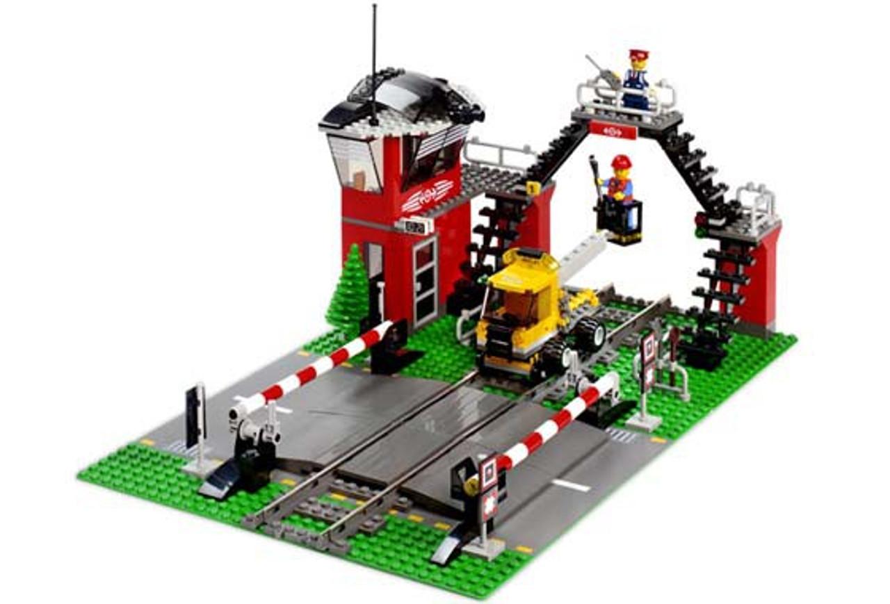 LEGO World City Train Level Crossing Set 10128 - ToyWiz