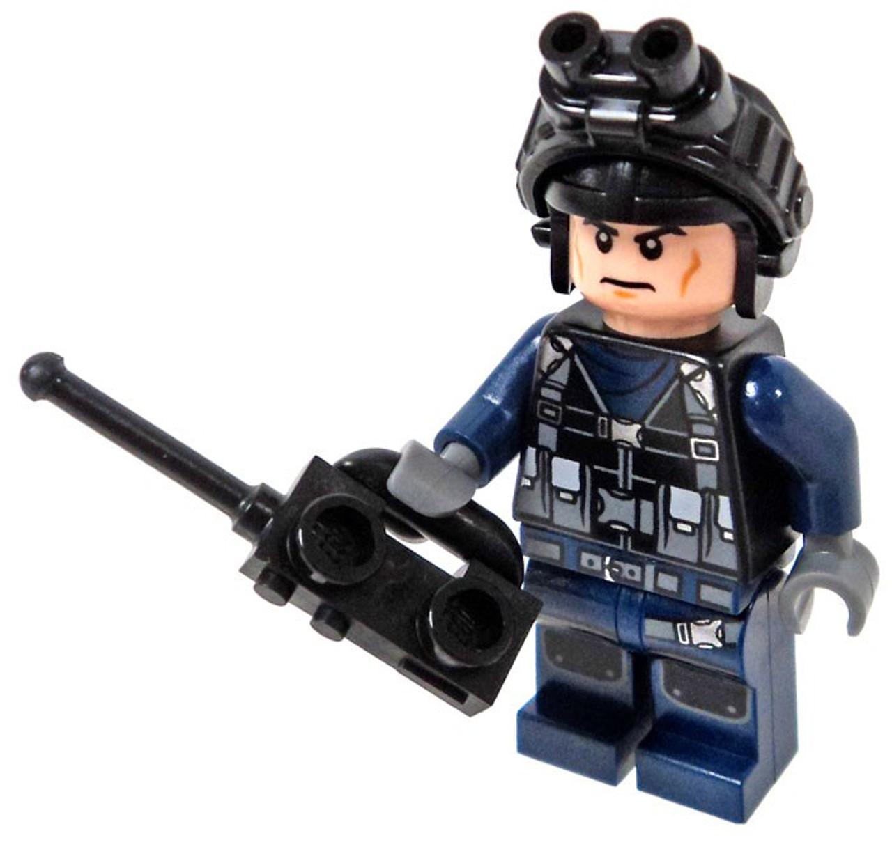 LEGO Jurassic World Fallen Kingdom Guard Minifigure with