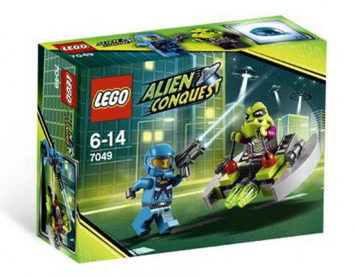 LEGO Alien Conquest Alien Striker Set #7049 [Damaged Package, Mint Figures]