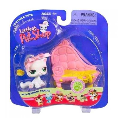 Littlest Pet Shop Pets on the Go Cat with Fancy Bed Figure