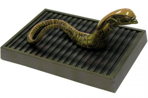 Alien SF Movie Selection Japanese Collectors Chest Burster PVC Figure