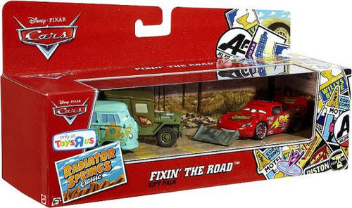 Disney / Pixar Cars Radiator Springs Classic Fixin' The Road Gift Pack Exclusive Diecast Car Set