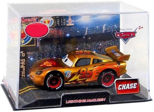 Disney / Pixar Cars 1:43 Collectors Case Lightning McQueen Exclusive Diecast Car [Golden]