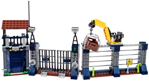 LEGO Jurassic World Fallen Kingdom Outpost with Watchtower and Crane [Loose]