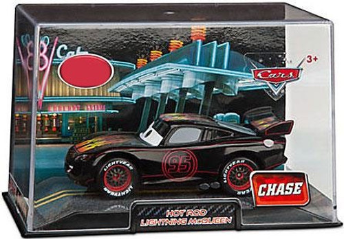 Disney / Pixar Cars Cars 2 1:43 Collectors Case Hot Rod Lightning McQueen Exclusive Diecast Car [Damaged Package]