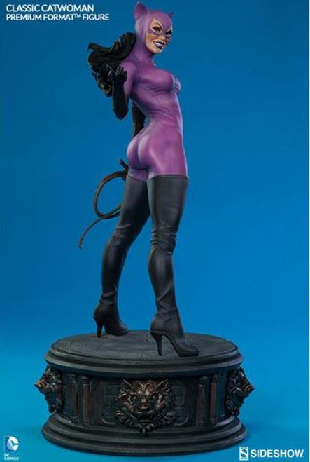 DC Premium Format Classic Catwoman Figure