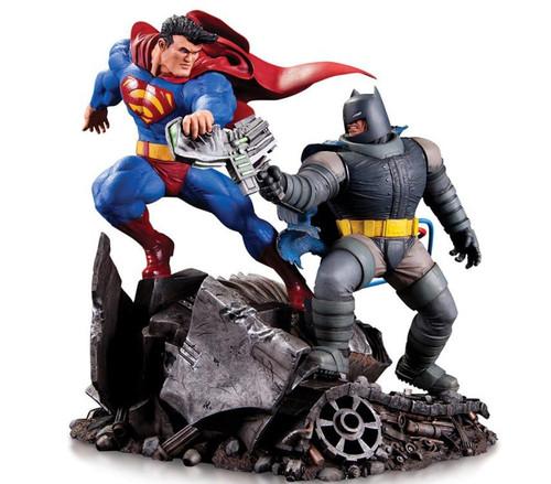 DC Batman Vs. Superman 6.4-Inch Mini Battle Statue [The Dark Knight Returns]