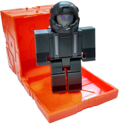 Roblox Series 6 Beach Simulator: Xenatron 3-Inch Mini Figure [with Orange Cube and Online Code Loose]
