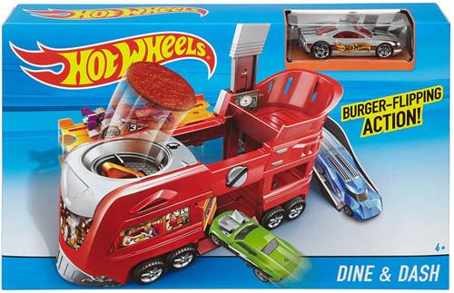 Hot Wheels City Dine & Dash Diecast Car Playset