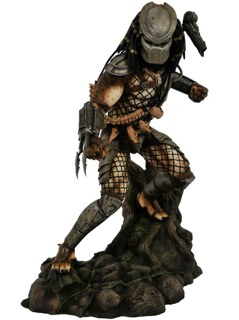 Movie Gallery Jungle Predator 10-Inch Collectible PVC Statue [Damaged Package]