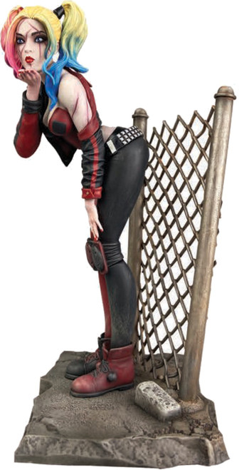 DC Gallery Harley Quinn 8-Inch PVC Statue [DCeased] (Pre-Order ships November)
