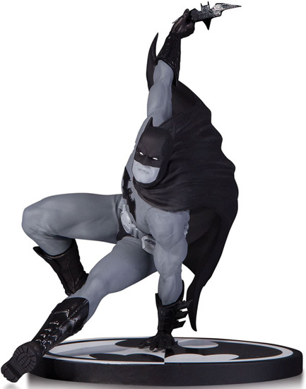 Black & White Batman 6.25-Inch Statue [Bryan Hitch]