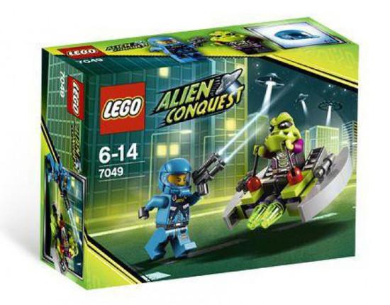 LEGO Alien Conquest Alien Striker Set #7049 [Damaged Package, Mint Figures]