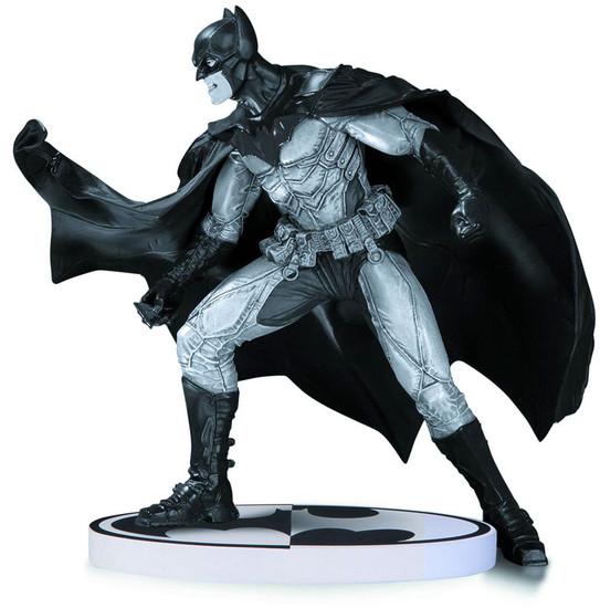 Black & White Batman 6.5-Inch Statue [Lee Bermejo 2nd Edition]