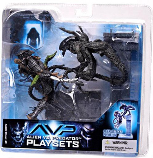McFarlane Toys Alien vs Predator Alien vs. Predator Movie Playsets Alien Attacks Predator Action Figure Set