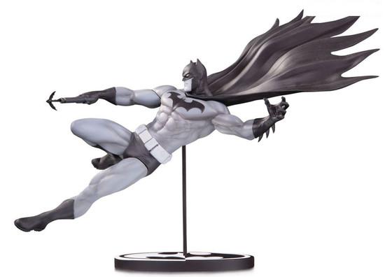 Black & White Batman 7.3-Inch Limited to 5,000 Statue [Doug Mahnke]