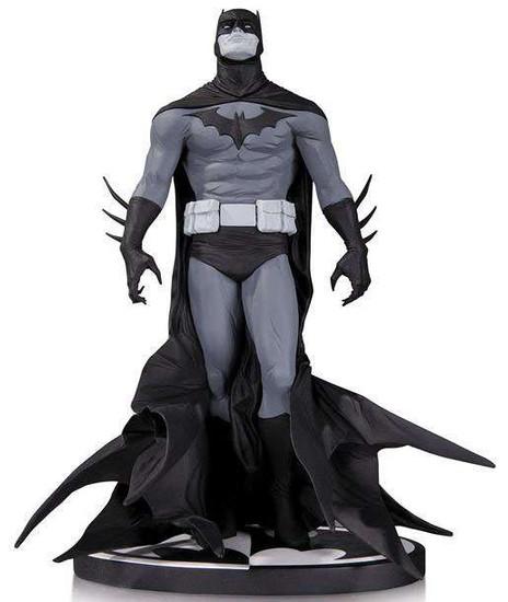 Black & White Batman 7.8-Inch Statue [Jae Lee]