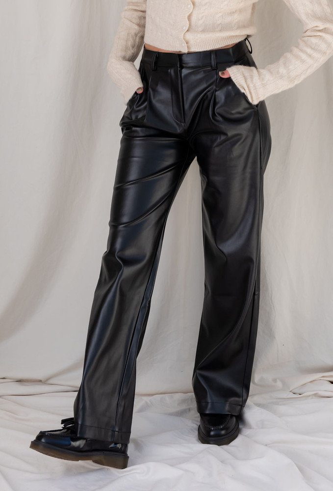 CALIstyle Fashion Icon Vegan Leather Pleated Pant In Black