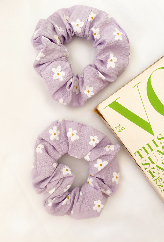 Coming Up Daisies Scrunchie In Lavender Floral