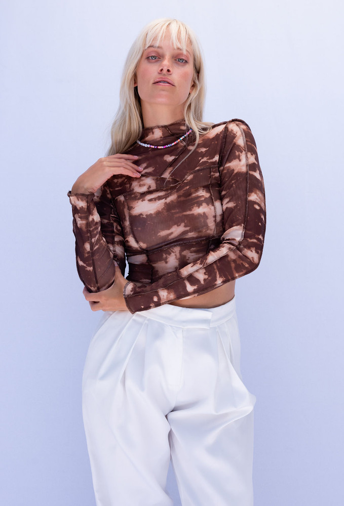CALIstyle Latte Mesh Open Back Exposed Seam Top In Brown