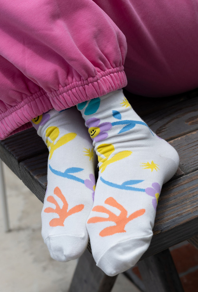 CALIstyle Blooming Happy Floral Socks In White Multi