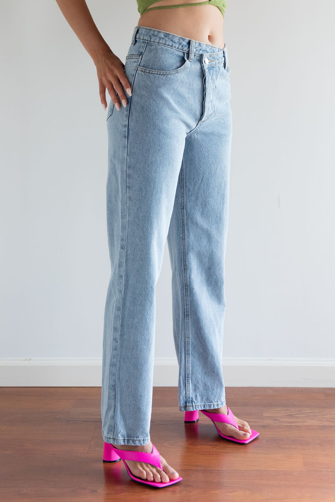 CALIstyle Crossing The Line Denim Jeans In Light Wash