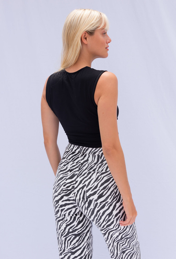 CALIstyle Cut For This Crop Top In Black