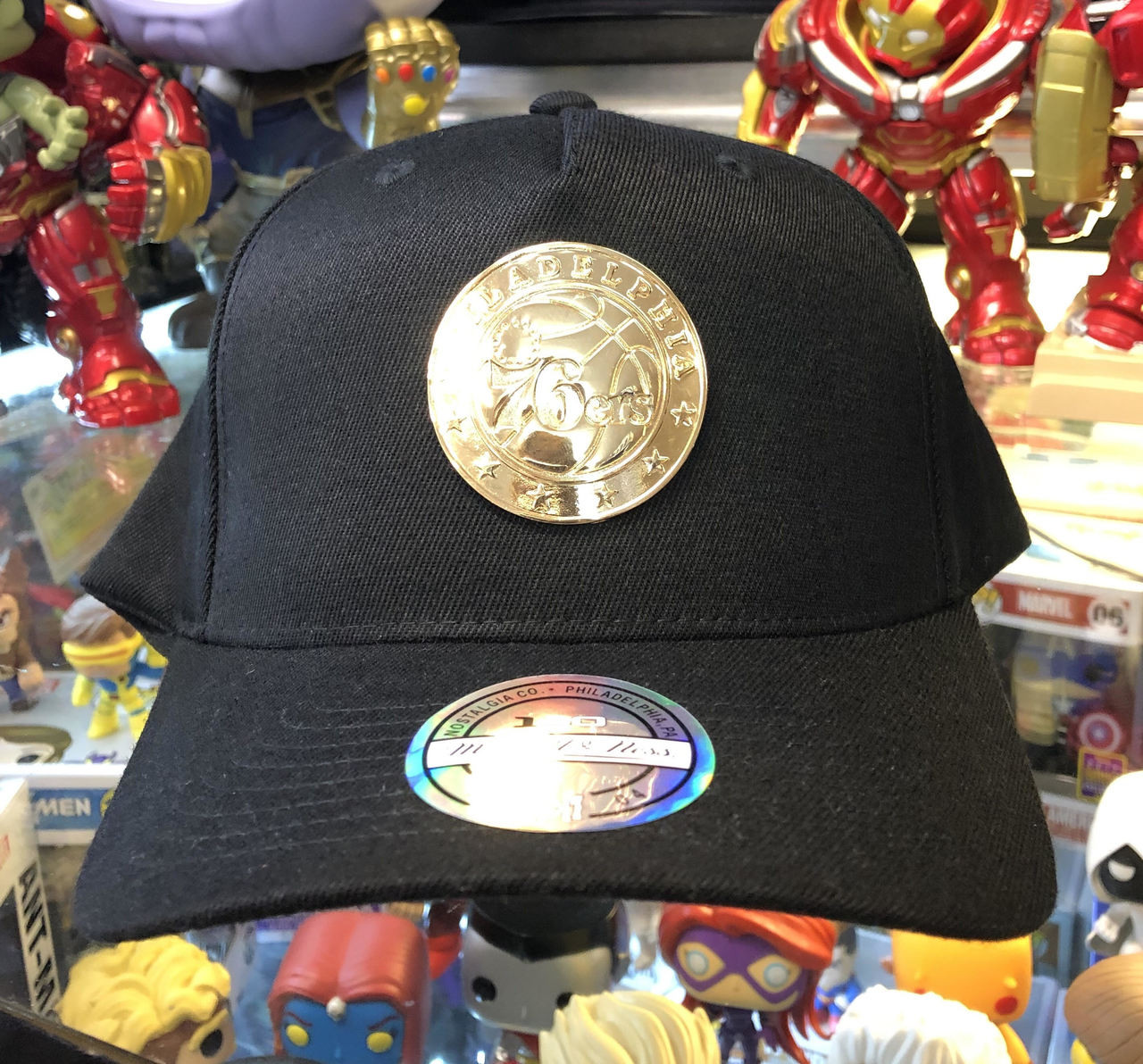 4bb8b582cf2 Philadelphia 76ers Flex Gold Metal Logo Mitchell   Ness Snapback Hat
