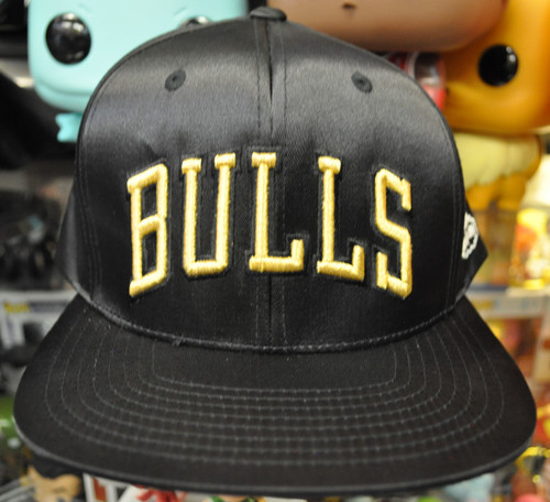 Chicago Bulls Satin Flat Brim Mitchell & Ness Black Snapback Hat
