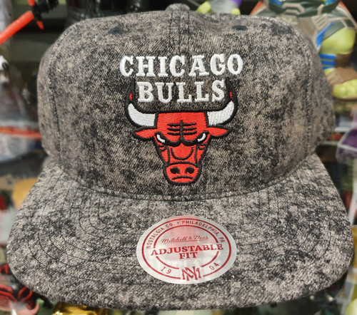 Chicago Bulls Deadstock Fit Flat Brim Mitchell & Ness Grey Snapback Hat