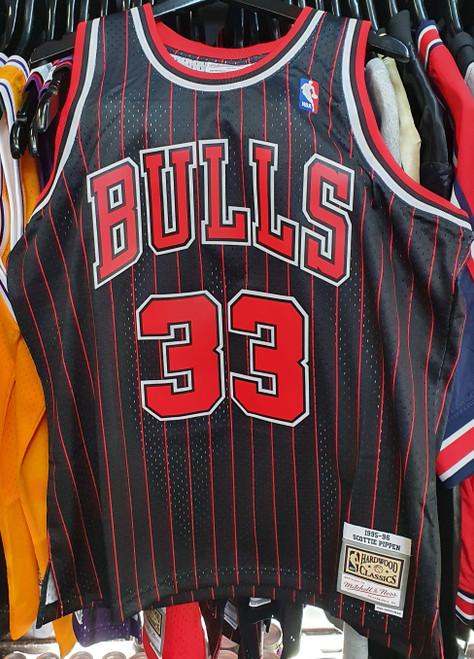 Chicago Bulls Scottie Pippen 33 Black Mitchell & Ness Swingman Jersey