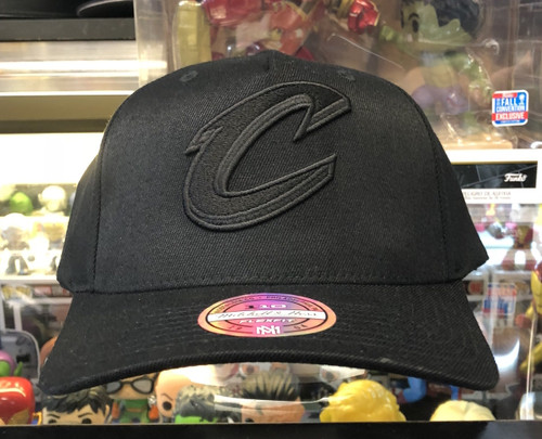 861eb54a2e8 Cleveland Cavaliers Blackout Flex Mitchell   Ness Snapback Hat