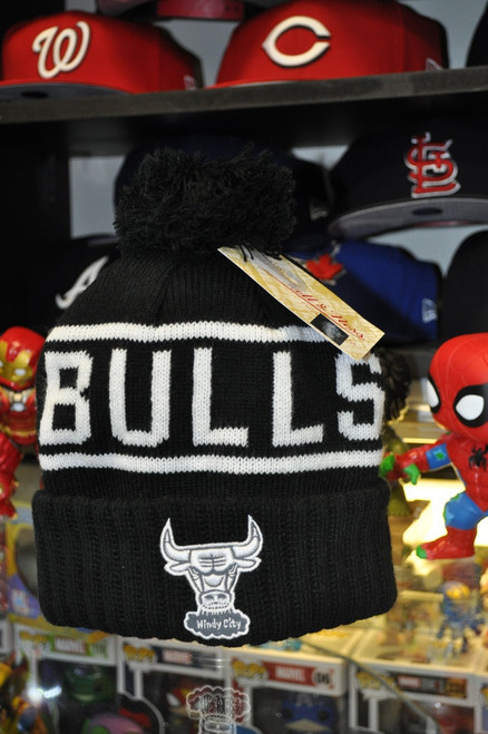 Chicago Bulls Logo Mitchell & Ness Black & White Beanie Hat