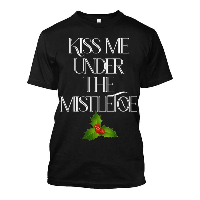 Men'S Kiss Me Under The Mistletoe - Tshirt