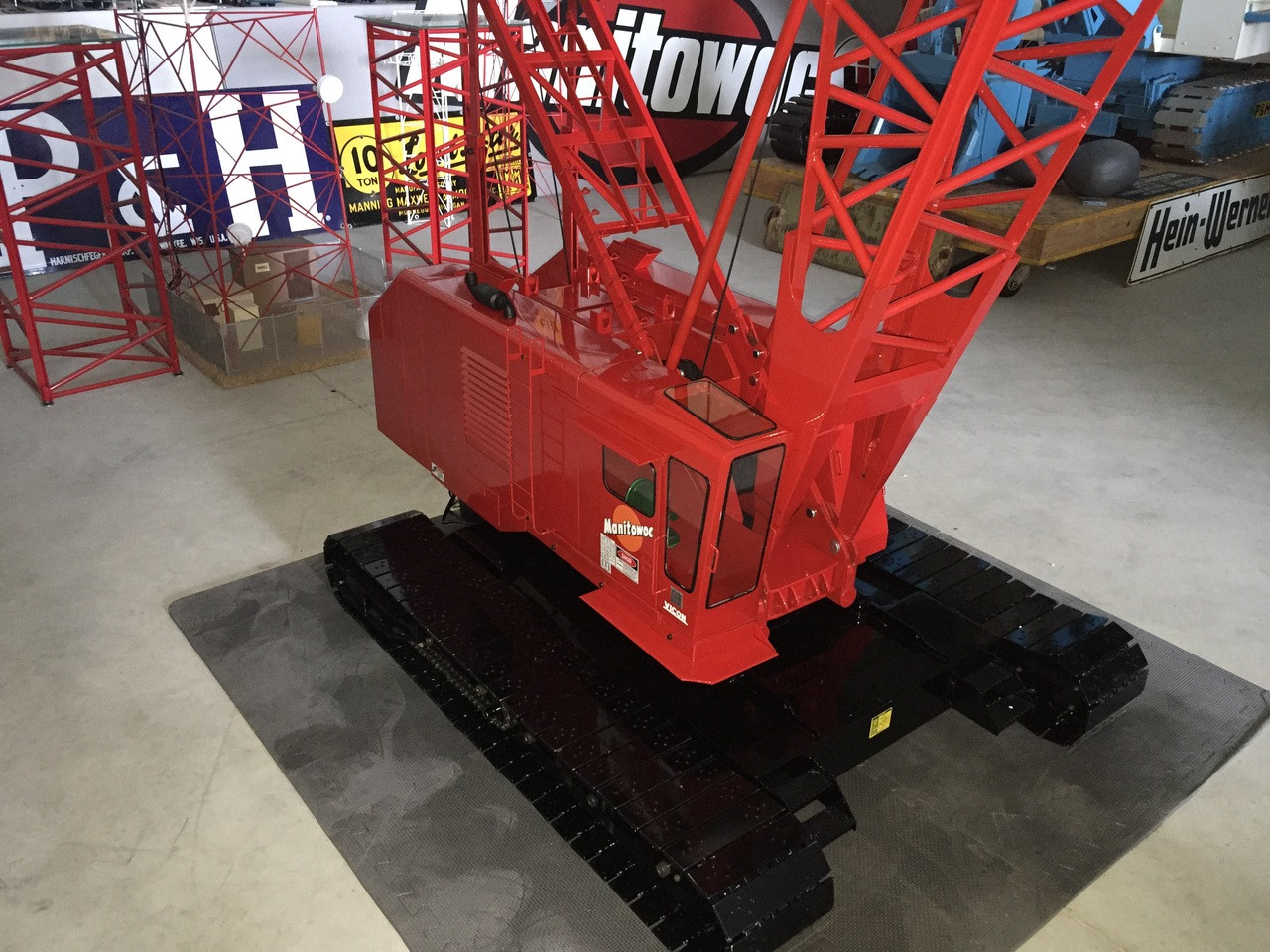 Massive 1:8th Scale Manitowoc 4100 Crawler