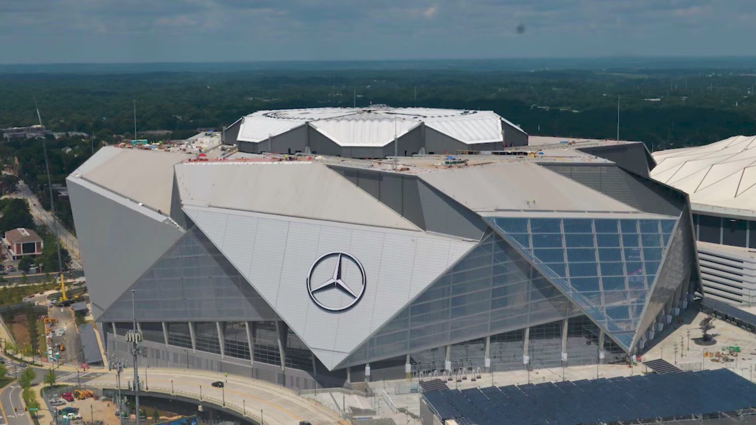 Manitowoc Cranes Built One Of The Coolest NFL Stadiums Ever