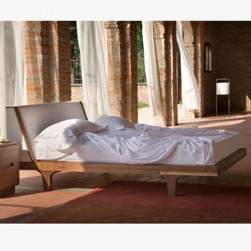 Hampton Bed, perfect for the Beach Decor'
