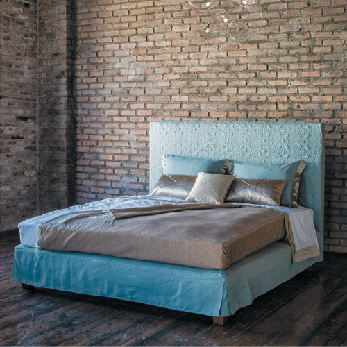 Hampton Bed, Upholstered in Linen